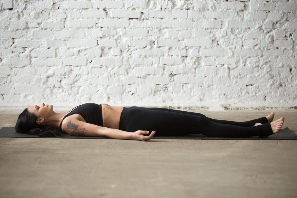 savasana yoga repos posture du cadavre