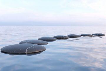 cailloux sur l'eau chemin zen