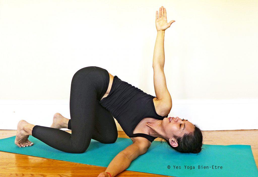 Parsva Balasana La Posture de l'Enfant Retournée par Yes Yoga Bien Etre
