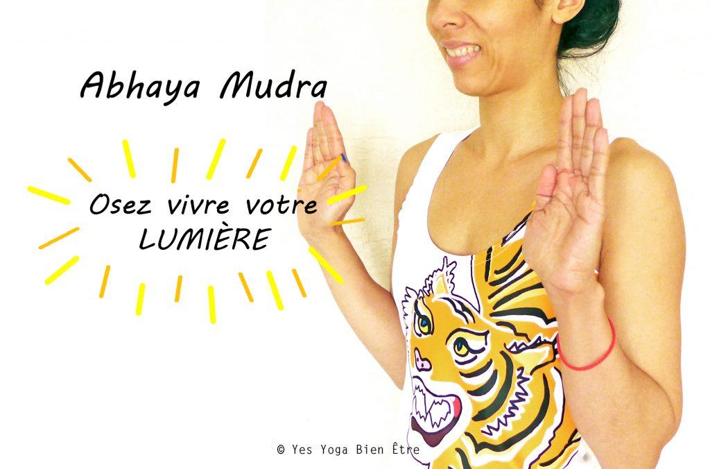 Osez voter lumière avec Abhaya Mudra Mudra Sans peur Yes Yoga Bien Etre