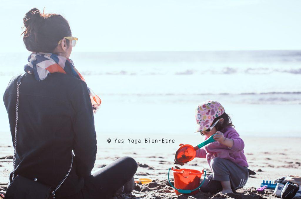 meditation plage enfant hiver