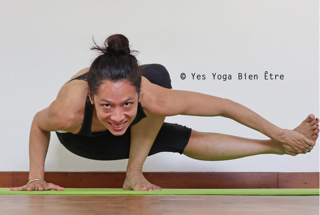 posture de yoga fun bebe sauterelle